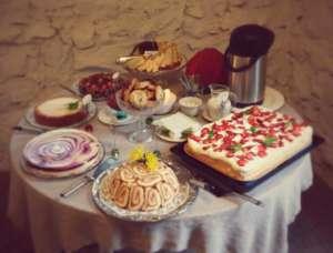 Muuntamokahvilan kakkubuffet