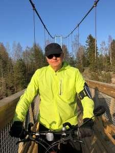 Teemu Nieminen pyöräilee